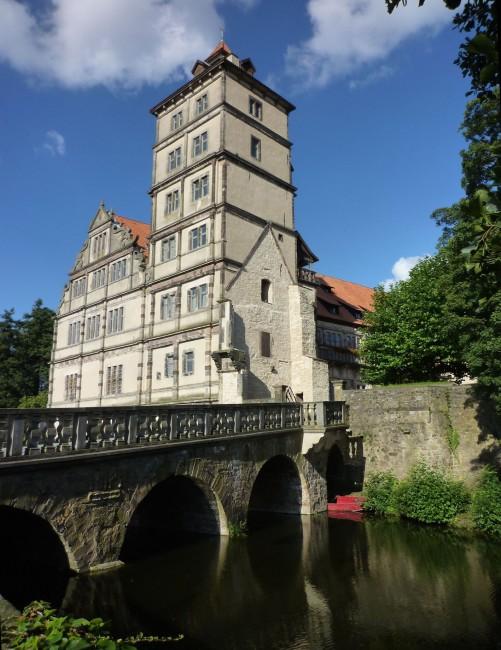 Schloss Brake 13. Jh. mit Steinbrücke
